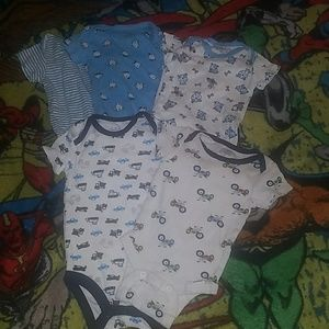 Other - 5 onesies lot! 5 onesies size 0 to 3 months